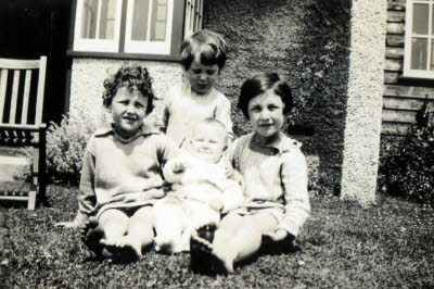 HUSSEY sisters as children cropped